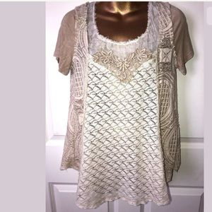 Gimmicks by BKE short sleeve blouse size small